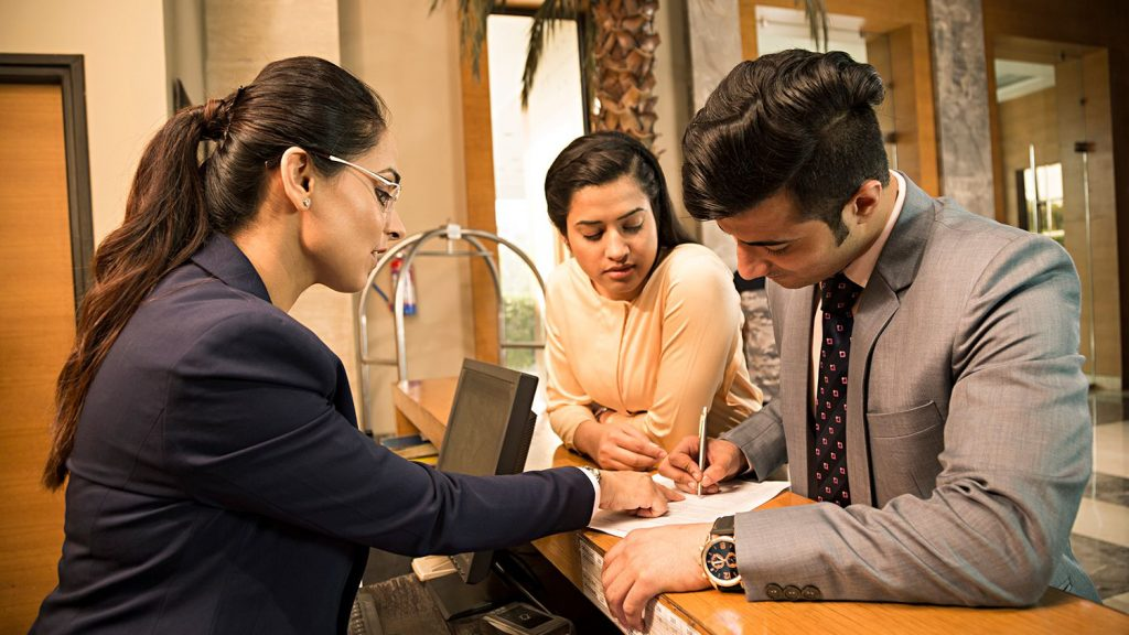 how does a hotel security deposit work